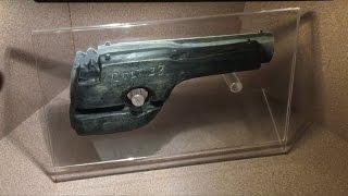 TDW 1592   Dillinger's Fake Jailbreak Weapon