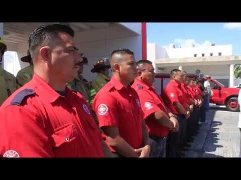 Bomberos de Cancún reciben uniformes