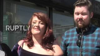 UK: Hundreds get Manchester bee tattoos to honour victims of Arena attack