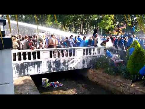 Video: Unjukrasa Mahasiswa di DPRD Riau Ricuh
