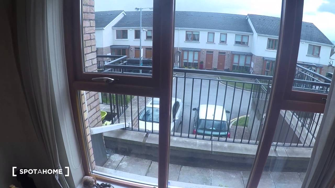 1 Room to rent in spacious flat with dryer in Finglas neighbourhood
