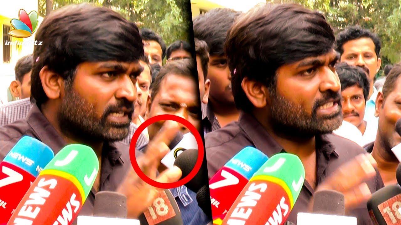 கோபப்பட்ட விஜய் சேதுபதி   Vijay Sethupathi Gets Angry with Media   Seethakathi