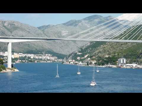 MSC Poesia vaart af in Dubrovnik