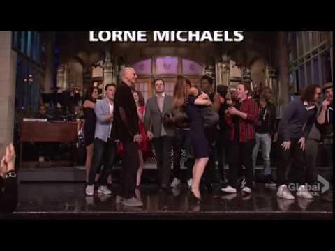 Kate McKinnon Picks Up Ariana Grande (SNL)