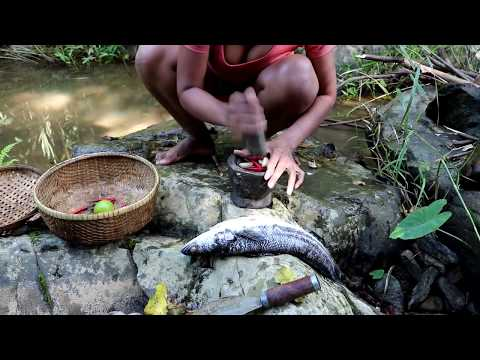 Survival skills Find big fish in river & Boiled on clay for food - Cooking big fish eating delicious
