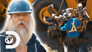 Tony Beets Swaps Out A Giant Engine On One Of His Dozers   Gold Rush