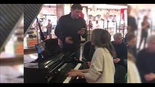 HALLELUJAH - Piano Cover improvisé aéroport de Toulouse - Magic !! Valérie MARIE  Grégory BENCHENAFI