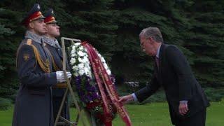 Moscou: Bolton sur la tombe du Soldat inconnu au Kremlin