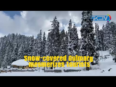Snow-covered Gulmarg mesmerizes tourists