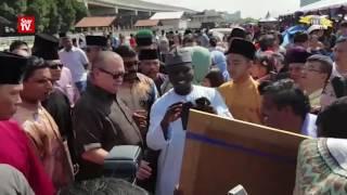 Hari Raya celebration with the Johor royal family