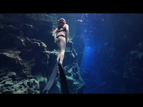 [VIDÉO] Incroyable plongée en apnée dans les eaux glacées de Silfra !