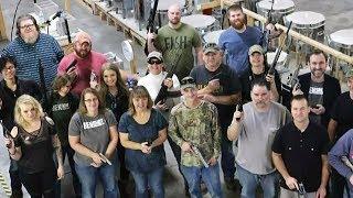 GLOCK VOM CHEF: Betrieb schenkt Mitarbeitern Waffen zu Weihnachten