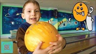 Влог Боулинг для детей  Как играть в боулинг Самый лучший выходной день VLOG Kids bowling How to