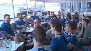 Экскурсия исландских болельщиков по великой русской реке Волге