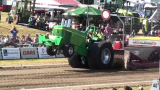 preview picture of video 'EK Tractorpulling Füchtorf 2012 : Well Done Deere - Super Stock breaks driveline'