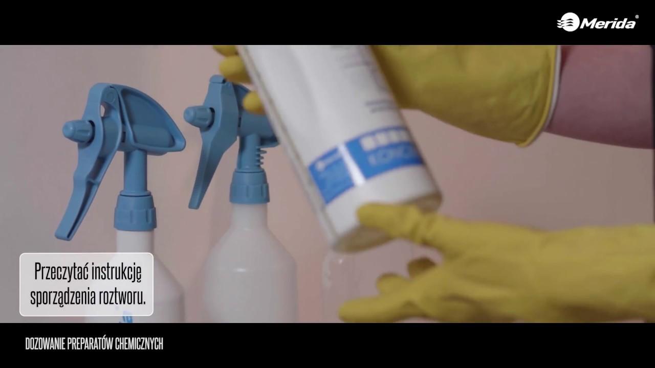 Butelka MERIDA 360° ze spryskiwaczem dwustronnym niebieska 0,5 l wyskalowana