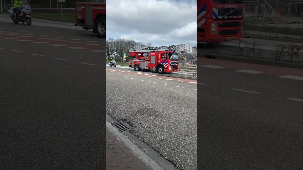Prio 1 20-3451 en politie naar zeer grote brand in ettenleur