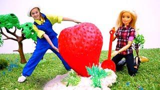 Волшебный шкаф - Уроки фермерства для Барби - Видео для девочек