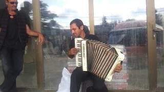 კვირია ჩიტაშვილი - ქუჩის მუსიკოსი რომელიც გამვლელებს გულს უთბობს!