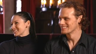 "Sam Heughan & Caitriona Balfe - On Set Of Season 3 ""Décembre 2016"" - Entertainment Tonight"
