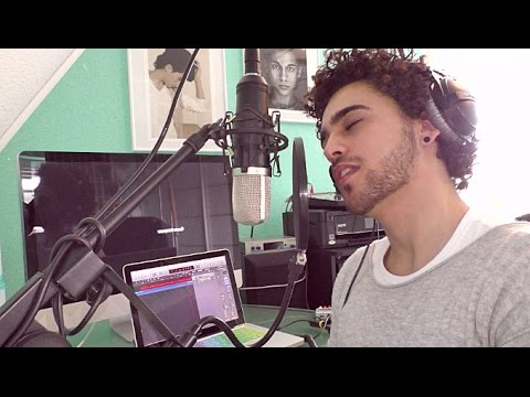 Shawn Mendes - Stitches (Cover By Andrea Renzullo)