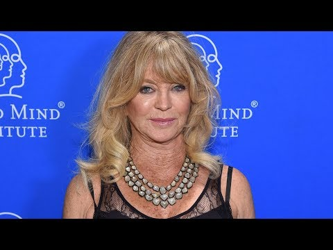 Goldie Hawn dances to 'Hey Ya!' as she cleans dishes with family in fun video  – US News