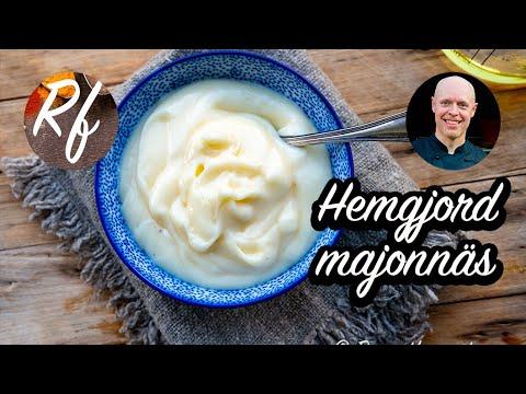 Hemlagad majonnäs som av äggula och olja, salt och peppar.>