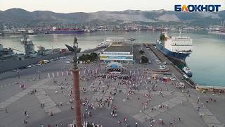 Праздничный вальс в день России в Новороссийске