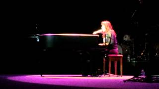 Jo Dee Messina Performs New Song in South Florida