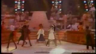Donna Summer - She Works Hard For The Money - Live 1984