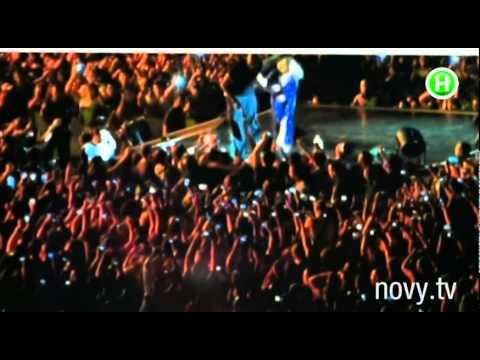 Певицу Нюшу фанат раздел прямо на сцене. Шоумания, 02.12.2014