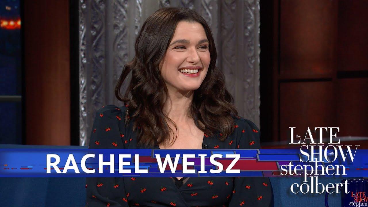 Rachel Weisz Defends The 'U' In 'Favourite' thumbnail