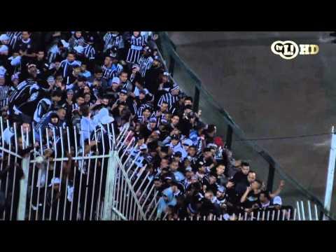 No intervalo do jogo, torcedores protestam contra Rosemberg