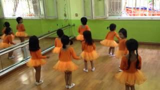 Lớp học múa Ballet cho bé