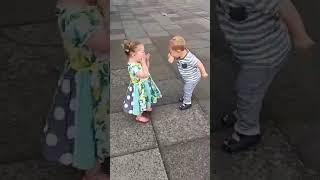 Радуются дети
