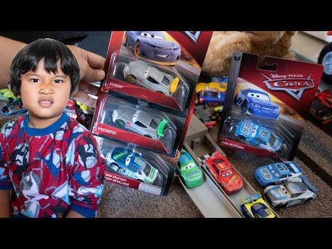 2018 Disney Cars 3 Toys Diecast CARL CLUTCHEN Easy Idle Krzysztof Sudeep McQueen Toy Review