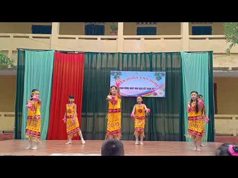 Hoạt động văn nghệ chào mừng ngày Nhà giáo Việt Nam