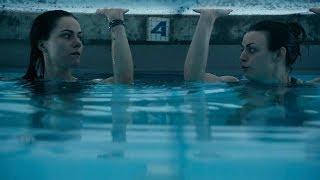 一对姐妹花去捡掉入泳池的钻戒,结果被困在下面,险些丧命!