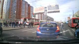Крутой бандит устроил кровавую разборку на дороге (Hyundai Solaris У102НС47)