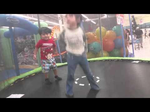 En el brincolin en Walmart 12/11/15