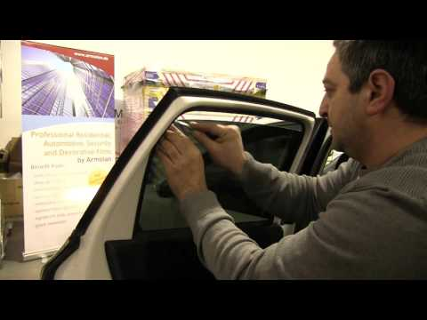 Montage einer Auto Tönungsfolie - © Armolan Europe GmbH