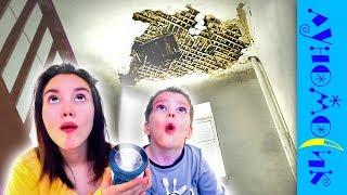 ДЫРА в потолке! ЧТО ТАМ? Света и Богдан готовятся к ХЭЛЛОУИН