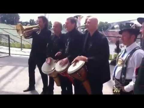 Haindling und das Bayerische Bier, zusammen mit Schuhblattlern, live im Olympiastadion München