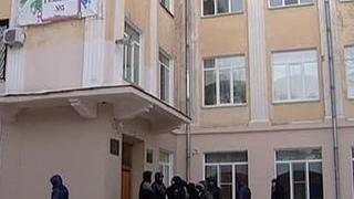 Олег Смолин: родители из очередей в школы не знают закон