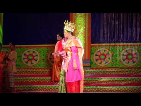 Hội thi trang phục dân tộc Khmer của  học sinh Trường THCS DTNT Châu Thành