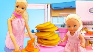 Steffi y Barbie hacen unas crepes. Vídeo para niñas