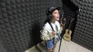 אורי - זמרת ליום אחד מתנה לגיל 7 | שיר קאבר | פאוץ / נועה קירל