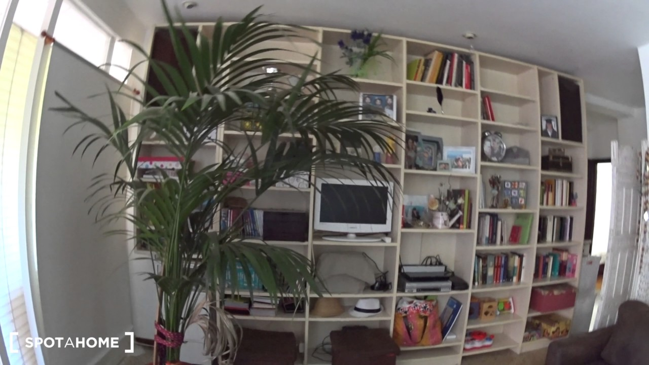Furnished rooms for rent in a 4-bedroom apartment in Gràcia