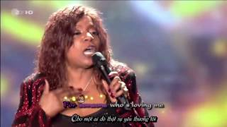 I Will Survive - Gloria Gaynor LIVE (Lyrics+VietSub in HD)
