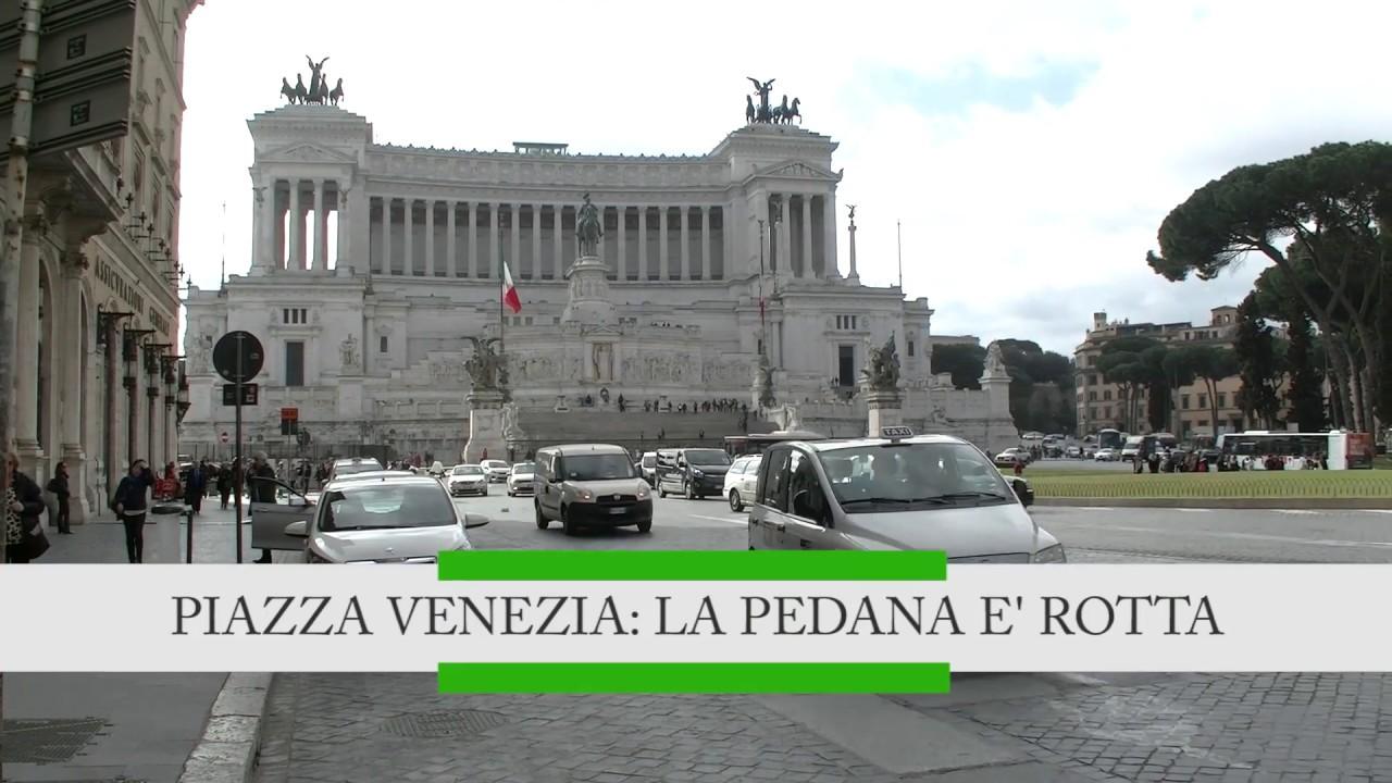 Piazza Venezia: la pedana è rotta